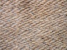 Μια πλήρης σελίδα του γκρίζου συνθετικού υλικού faux Μακρο γκρίζο πουλόβερ, πλεκτή σύσταση μαλλιού Άποψη της κορυφής στη σύσταση  Στοκ εικόνες με δικαίωμα ελεύθερης χρήσης