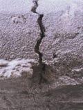 Μια ρωγμή στο χιόνι Στοκ φωτογραφία με δικαίωμα ελεύθερης χρήσης