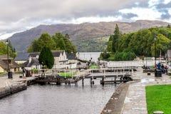 Μια σειρά κλειδαριών στο κανάλι Caledonean στο οχυρό Augustus, Σκωτία στοκ φωτογραφία με δικαίωμα ελεύθερης χρήσης