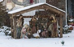 Μια σκηνή nativity έξω κατά τη διάρκεια μιας θύελλας χιονιού Στοκ Φωτογραφίες