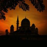 Μια σκιαγραφία ενός μουσουλμανικού τεμένους Στοκ φωτογραφία με δικαίωμα ελεύθερης χρήσης
