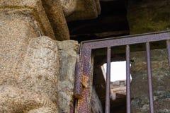 Μια σκουριασμένη πόρτα μια αρχαία θέση στοκ εικόνες