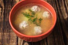 Μια σούπα κύπελλων με τα meatbolls Στοκ εικόνα με δικαίωμα ελεύθερης χρήσης