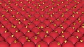 Μια στενά συσκευασμένη σειρά δονούμενων κόκκινων διακοσμήσεων Χριστουγέννων με τις χρυσές λεπτομέρειες Στοκ Εικόνες