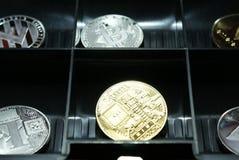 Μια συλλογή του cryptocurrency σε ένα lockbox στοκ φωτογραφία