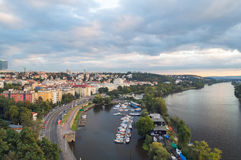 Μια συμπαθητική άποψη στην Πράγα κατά τη διάρκεια του ηλιοβασιλέματος Στοκ εικόνες με δικαίωμα ελεύθερης χρήσης
