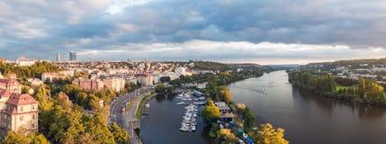 Μια συμπαθητική άποψη στην Πράγα κατά τη διάρκεια του ηλιοβασιλέματος Στοκ φωτογραφία με δικαίωμα ελεύθερης χρήσης