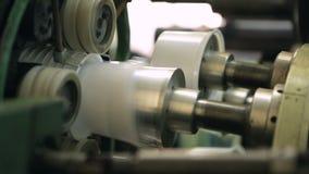 Μια συσκευή που παράγει την πλαστική συσκευασία απόθεμα βίντεο