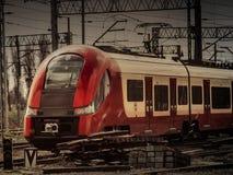 μια σύγχρονη ατμομηχανή σιδηροδρόμων πόλεων στοκ εικόνες