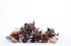 Μια σύνθεση των διακοσμήσεων Χριστουγέννων που απομονώνονται στο λευκό Στοκ φωτογραφίες με δικαίωμα ελεύθερης χρήσης