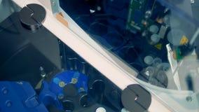 Μια τοπ άποψη σχετικά με μια θήκη περιστρεφόμενων δειγμάτων κατά τη διάρκεια της χημικής δοκιμής απόθεμα βίντεο