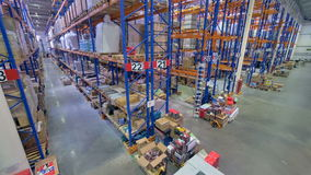 Μια τοπ άποψη σχετικά με μια λειτουργική ρουτίνα αποθηκών εμπορευμάτων απόθεμα βίντεο