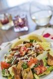 Μια υγιής σαλάτα Caesar αστακών με τα peonies Στοκ εικόνα με δικαίωμα ελεύθερης χρήσης