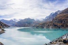 Μια φθινοπωρινή σκηνή στην αμοιβή Ελβετία Saas στοκ φωτογραφία με δικαίωμα ελεύθερης χρήσης