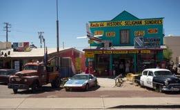 Μια φοβιτσιάρης πόλη κατά μήκος της διάσημης διαδρομής 66 στην Αμερική στοκ εικόνες