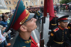 Μια φρουρά τιμής της στρατιωτικής περιοχής Βορειοδυτικής Ρωσσίας Στοκ φωτογραφία με δικαίωμα ελεύθερης χρήσης