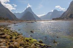 Μια φυσική άποψη του ήχου Milford διαδρομή της Νέας Ζηλανδίας †στη «Milford - συνδέστε λοξά την αιχμή Στοκ Εικόνες
