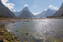 Μια φυσική άποψη του ήχου Milford διαδρομή της Νέας Ζηλανδίας †στη «Milford - συνδέστε λοξά την αιχμή Στοκ Φωτογραφία