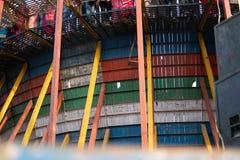 Μια φωτογραφία των τρυπών στις ξύλινες σανίδες που αποτελούν τον τοίχο του θανάτου στοκ φωτογραφίες