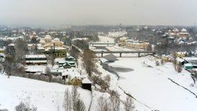 Μια χειμερινή άποψη της μικρής παλαιάς πόλης στη Ρωσία με τις μεσαιωνικές εκκλησίες, μοναστήρι, σπίτια παλαιός-fashione στοκ εικόνες