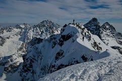 Μια χειμερινή ανάβαση είναι στα βουνά 4 Στοκ Εικόνα