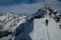 Μια χειμερινή ανάβαση είναι στα βουνά 3 Στοκ Εικόνες