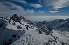 Μια χειμερινή ανάβαση είναι στα βουνά 2 Στοκ εικόνα με δικαίωμα ελεύθερης χρήσης