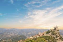 Μια όμορφη άποψη του πύργου Guaita στο υποστήριγμα Monte Titano στη Δημοκρατία του Άγιου Μαρίνου στοκ φωτογραφίες με δικαίωμα ελεύθερης χρήσης