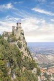 Μια όμορφη άποψη του πύργου Guaita στο υποστήριγμα Monte Titano στη Δημοκρατία του Άγιου Μαρίνου στοκ φωτογραφίες