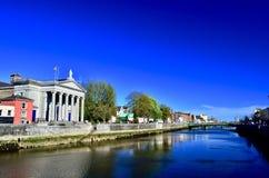 Μια όμορφη άποψη του φελλού από τον ποταμό Lee φελλός Ιρλανδία πόλεων Στοκ Φωτογραφίες