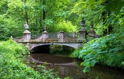 Μια όμορφη γέφυρα στην πόλη του Μόναχου στη Γερμανία στοκ εικόνα