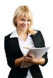 Μια όμορφη γυναίκα με ένα σημειωματάριο και ένα μολύβι Στοκ εικόνα με δικαίωμα ελεύθερης χρήσης