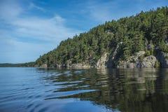 Μια όμορφη ημέρα σε μια βάρκα πέντε στη θάλασσα, τοπίο Στοκ Φωτογραφίες