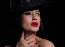Όμορφη, μοντέρνη γυναίκα στο καπέλο Στοκ φωτογραφίες με δικαίωμα ελεύθερης χρήσης