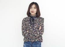 Μια όμορφη νέα ασιατική γυναίκα με την κορεατική μόδα ύφους διανυσματική απεικόνιση