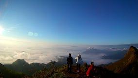 Μια όμορφη ομίχλη στο βουνό στοκ εικόνες