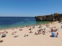 Μια όμορφη παραλία σε Albufeira - το Αλγκάρβε στοκ φωτογραφίες με δικαίωμα ελεύθερης χρήσης