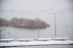 Μια sailboat ` s αποβάθρα στη χιονοθύελλα Στοκ Εικόνα