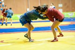 Μιγάς ή μόνος-υπεράσπιση χωρίς όπλα. Κορίτσια ανταγωνισμών… Στοκ εικόνα με δικαίωμα ελεύθερης χρήσης