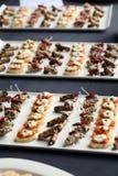 Μικρά γαστρονομικά πρόχειρα φαγητά σε ένα πιάτο Στοκ φωτογραφία με δικαίωμα ελεύθερης χρήσης