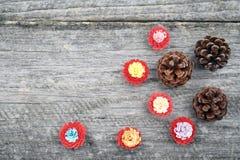 Μικρά, ζωηρόχρωμα λουλούδια εγγράφου που γίνονται με η τεχνική Στοκ εικόνα με δικαίωμα ελεύθερης χρήσης