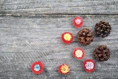 Μικρά, ζωηρόχρωμα λουλούδια εγγράφου που γίνονται με η τεχνική Στοκ Εικόνα