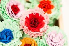 Μικρά, ζωηρόχρωμα λουλούδια εγγράφου Στοκ φωτογραφία με δικαίωμα ελεύθερης χρήσης