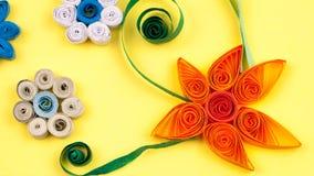 Μικρά, ζωηρόχρωμα λουλούδια εγγράφου Στοκ Εικόνα