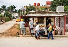 Μικρά ιδιωτικά λαχανικά και φρούτα στάβλων καταστημάτων πωλώντας στην Κούβα Στοκ εικόνες με δικαίωμα ελεύθερης χρήσης