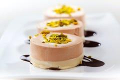 Μικρά κέικ κρέμας με την κρέμα σοκολάτας Στοκ εικόνα με δικαίωμα ελεύθερης χρήσης