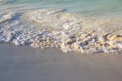 Μικρά και ομαλά κύματα από την καραϊβική θάλασσα Στοκ εικόνα με δικαίωμα ελεύθερης χρήσης