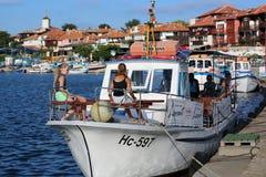 Μικρά κορίτσια σε μια βάρκα Στοκ εικόνες με δικαίωμα ελεύθερης χρήσης