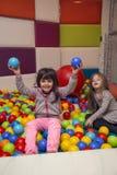 Μικρά κορίτσια στην παιδική χαρά Στοκ φωτογραφία με δικαίωμα ελεύθερης χρήσης