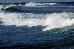μικρά κύματα σειράς παραλι Στοκ φωτογραφία με δικαίωμα ελεύθερης χρήσης